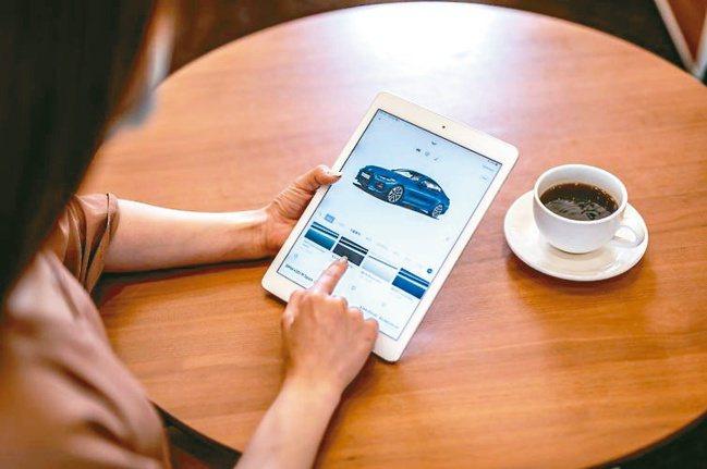透過BMW總代理官方網站,消費者可在線上訂製夢想車款。圖/汎德公司