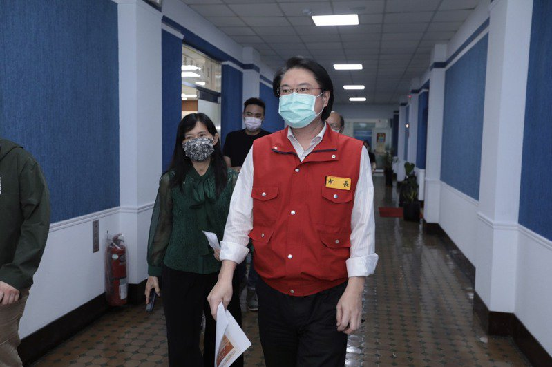 林右昌宣布為街友施打疫苗,和雙北採取同樣措施。圖/基隆市政府提供