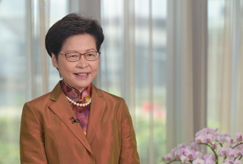 香港特區行政長官林鄭月娥表示,香港過去一年在中共中央支持下,出現根本性的正面發展。(取自香港文匯報網站)