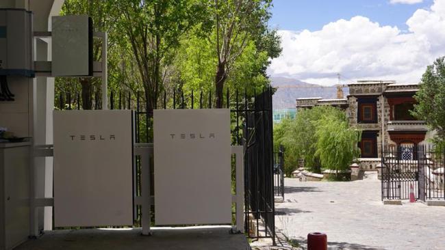 特斯拉宣布,大陸第一座「光儲充一體化」的超級充電站,在「日光之城 」西藏拉薩正式...