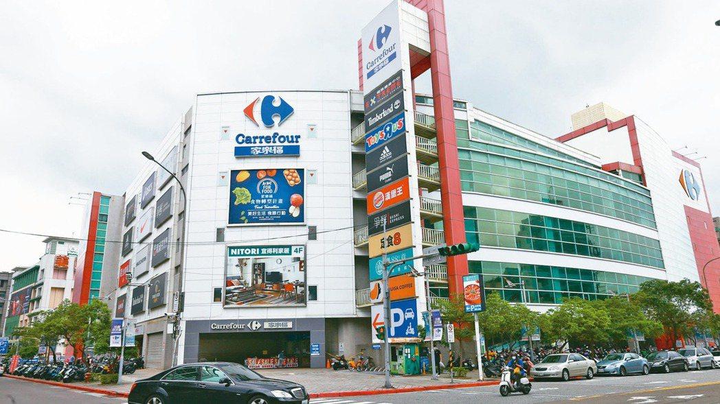 外媒引述消息指出,家樂福醞釀脫售在波蘭和台灣的子公司。圖為內湖家樂福大樓。(本報...