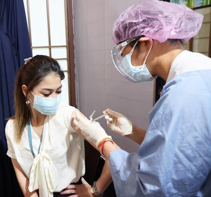 圖為民眾接種疫苗示意圖,非新聞當事人。記者潘俊宏攝影/報系資料照