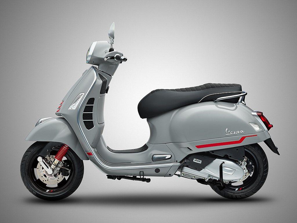 偉士牌GTS 300 Super Sport同樣搭載HPE引擎與12吋輪胎,並配...