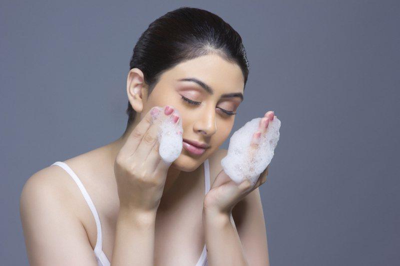 許多人都有自己偏好的洗面乳品牌。 圖/ingimage
