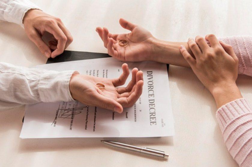 若真的走上離婚一途,則須特別注意財產分配及保單調整。 圖/freepik