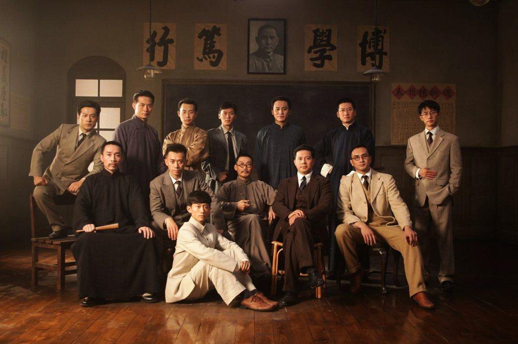 《建黨偉業》電影最後是1921月7月23日包括毛澤東等人,於上海舉行第一次全國代...