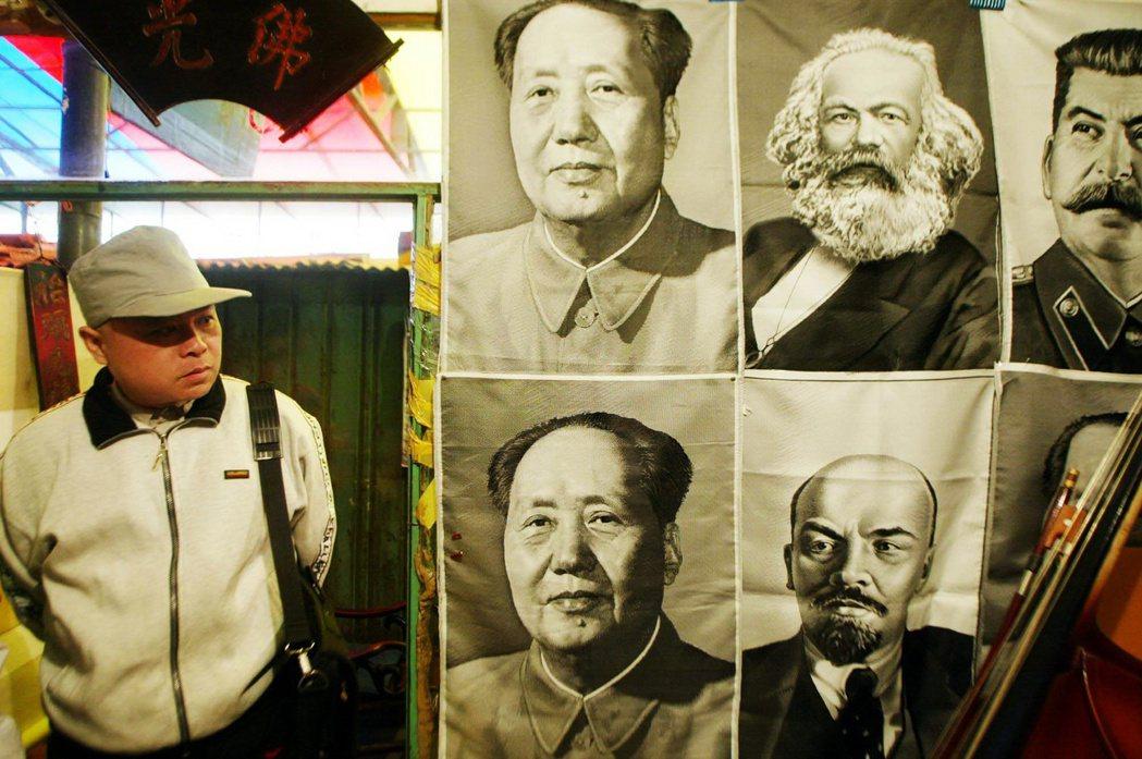 「十月革命一聲砲響,給我們送來了馬克思列寧主義。」 圖/美聯社