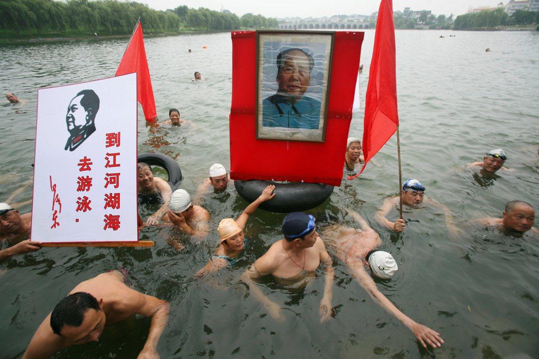 石川禎浩的著作簡體譯本出版之後,也在中國引起兩極的評價。 圖/路透社