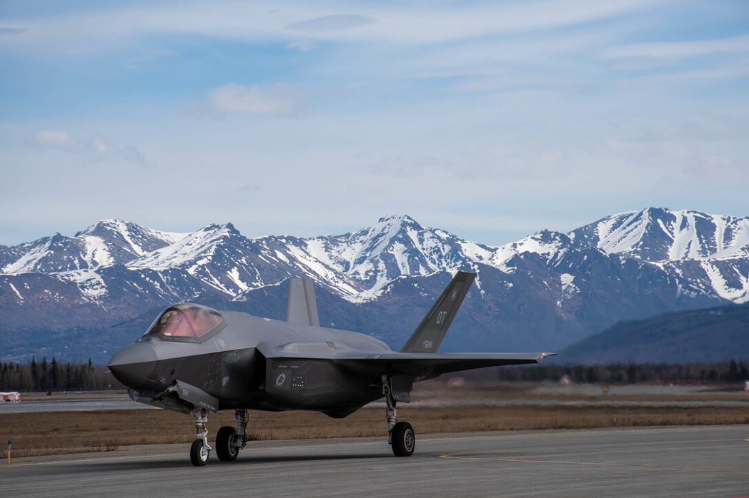 艾爾森基地(Eielson AFB)配備25架F-35A,極地環境對F-35維護是一項重大考驗。 圖/美國空軍