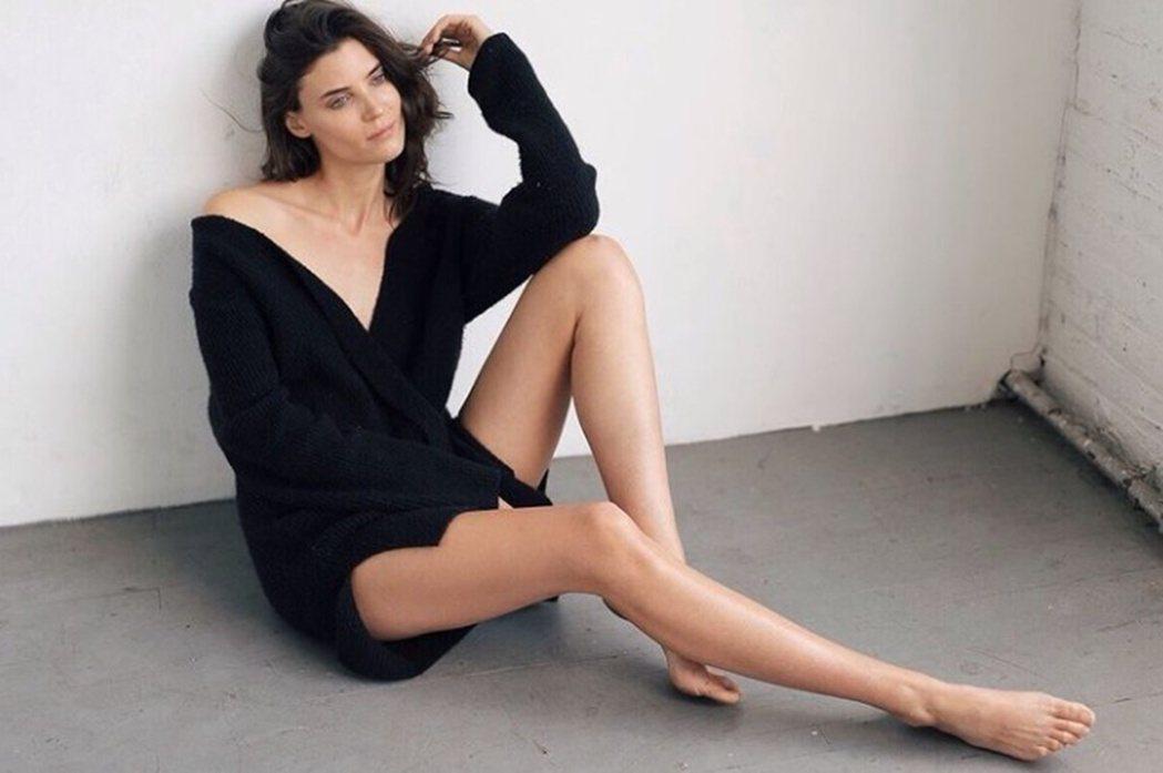 模特兒Alison Nix也爆料在2010年,當時差點跟維密簽約的她,曾被維密攝...
