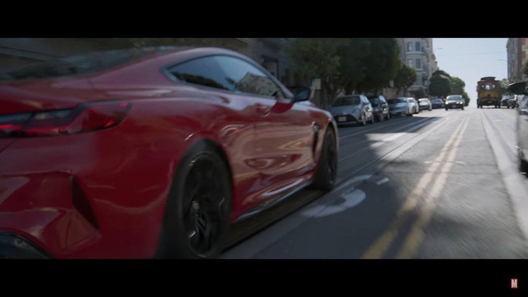 《尚氣與十環傳奇》前導預告中負責「受傷」的角色是BMW i8,在最新預告中負責耍...