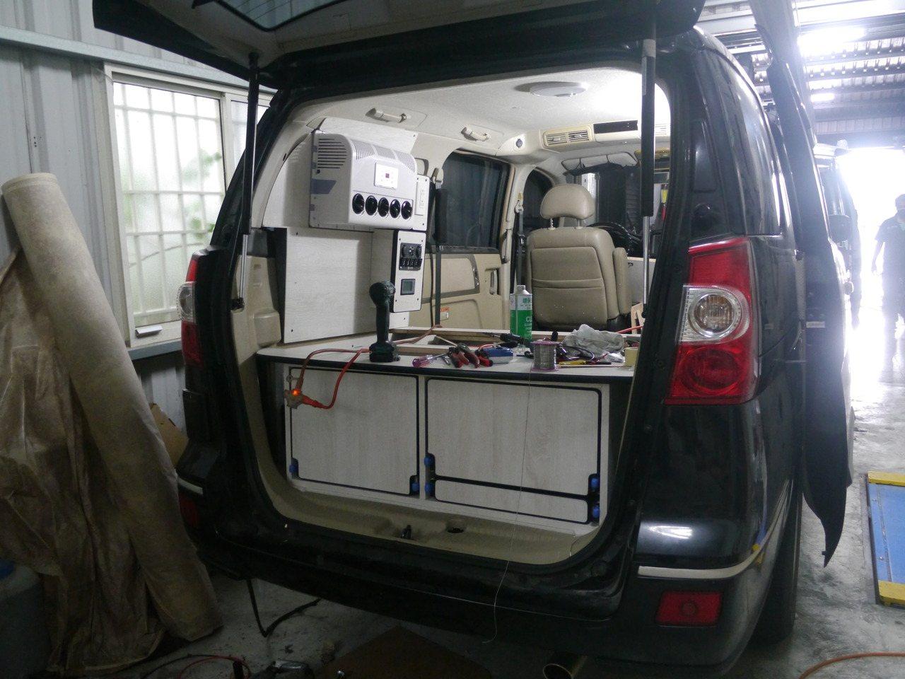 一般貨車也有人改裝成為適合露營用的車子,電路配備是核心裝備。 圖/徐白櫻 攝影