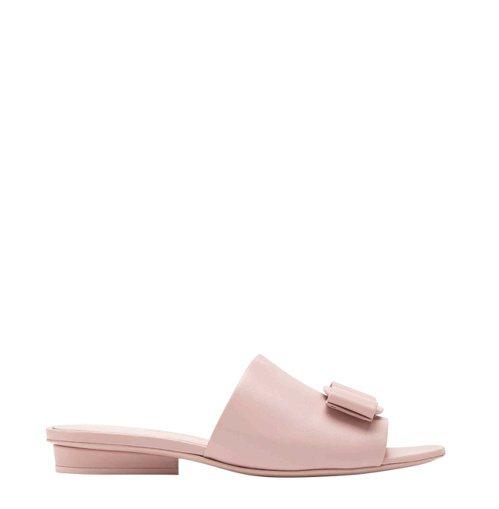 VALERY粉色羊皮拖鞋,24,900元。 圖/Salvatore Ferrag...