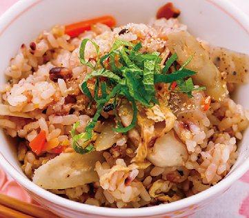 什錦炊飯再撒上柴魚芝麻,營養滿點  圖/蘋果屋出版社提