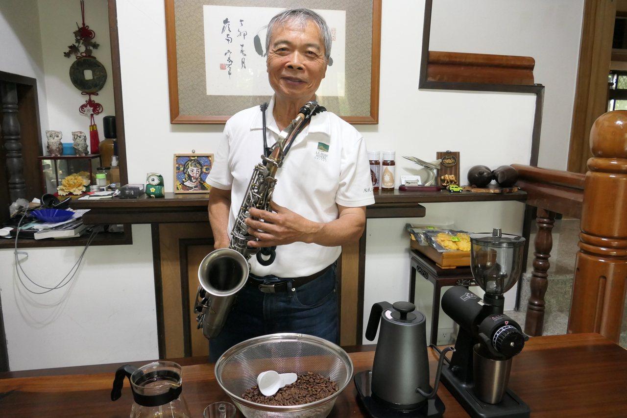 明道大學前校長陳世雄退休後經營自己的生態農場,學養蜜蜂、種咖啡、烘豆子,還學打鼓...