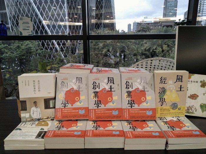 城市書店響應高雄市政府文化局線上讀冊計畫,推出三場系列講座,歡迎上城市書店FB或...