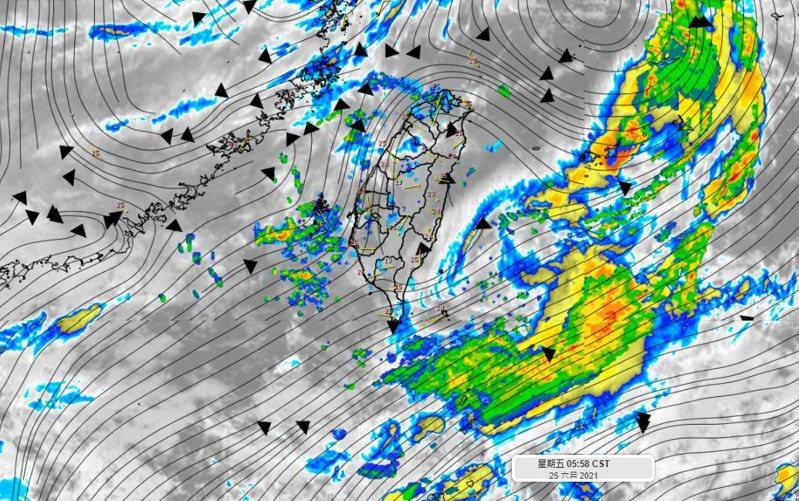 滯留鋒面正在減弱,逐漸北抬當中,台灣上空略不穩定。圖/取自「氣象達人彭啟明」臉書粉專