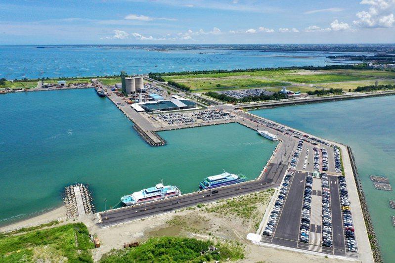 藍色海上公路布袋商港往返澎湖航線客輪停航,圖為布袋商港空拍鳥瞰圖。圖/台灣港務公司布袋管理處提供
