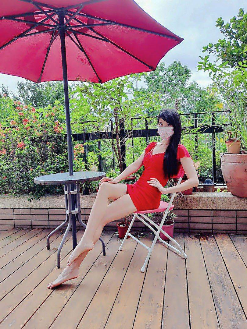 劉盈秀美腿十分吸睛。圖/中天提供