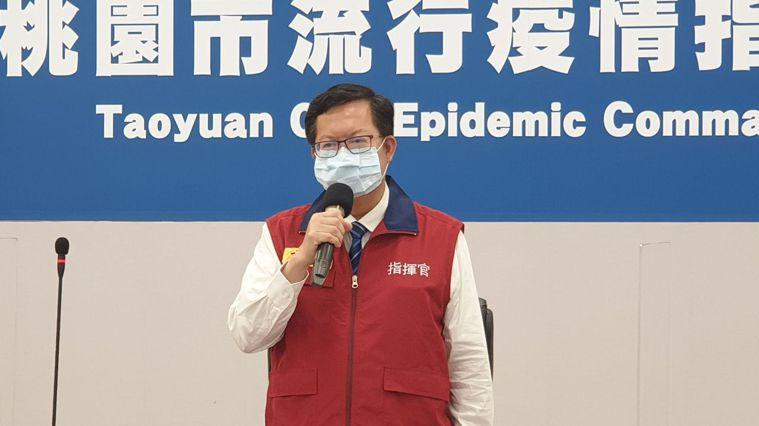 國軍桃園總醫院今恢復看診,桃園市長鄭文燦表示該院仍有14天風險期,相關採檢工作仍...