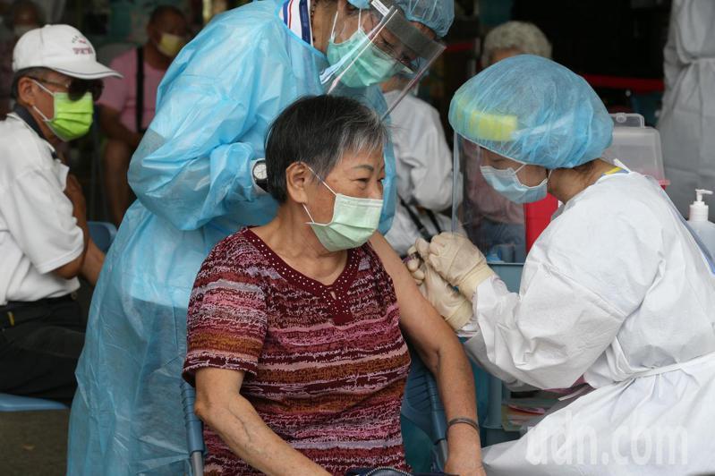中央對於疫苗殘劑的處置有新指引,但基層衛政人員認為,先前的公布序列,恐會變得沒具意義。記者劉學聖/攝影