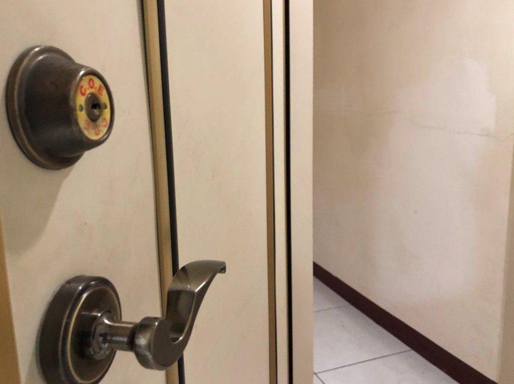 一名男子到台中工作,找租屋時卻因為原子筆斷水,意外發現屋內曾出事過,照片為租屋示...