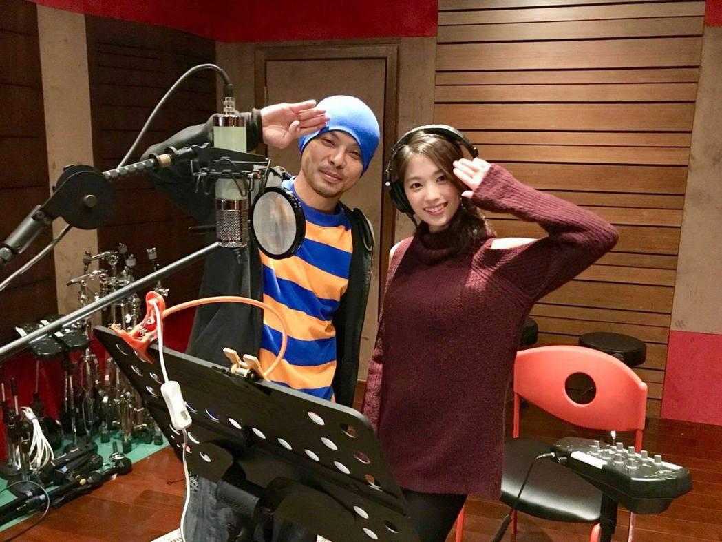 黃明志(左)與日本百萬YouTuber二宮芽生(右)合唱的「東京盆踊」,推出3年...
