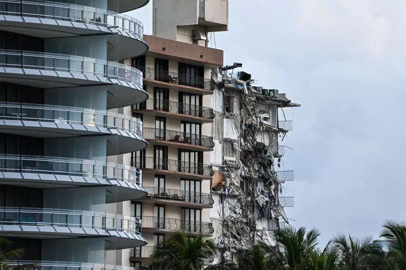 美國佛州邁阿密位處海濱一棟十二層公寓大樓24日凌晨局部倒塌,已知一死、至少十人受...