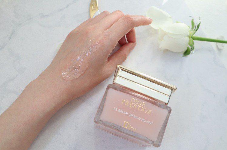 迪奧精萃再生玫瑰卸妝霜/150ml/3,350元。圖/迪奧提供