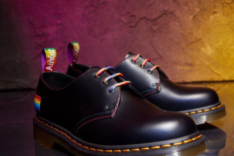 Dr. Martens今年也推出1461 Pride彩虹限定鞋款5,680元。圖...