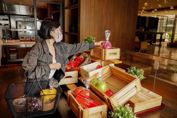 每日手做甜點蔬果區。圖/台北君悅酒店提供
