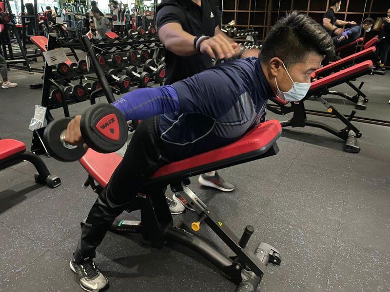 台中市前立委顏寬恒3個月內少吃、多運動,今日他在臉書宣布減重挑戰成功。圖/取自顏寬恒臉書