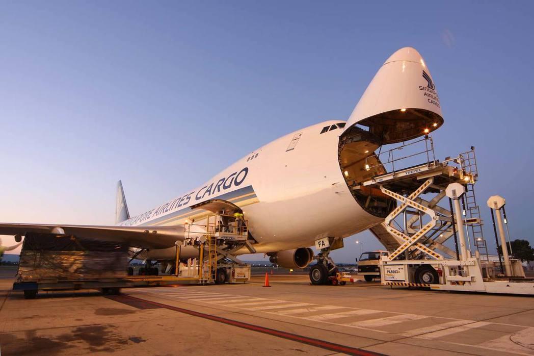 新航集團於今(25)日起推出自願性碳補償計畫,讓客運旅客與貨運客戶能於專屬網站補...