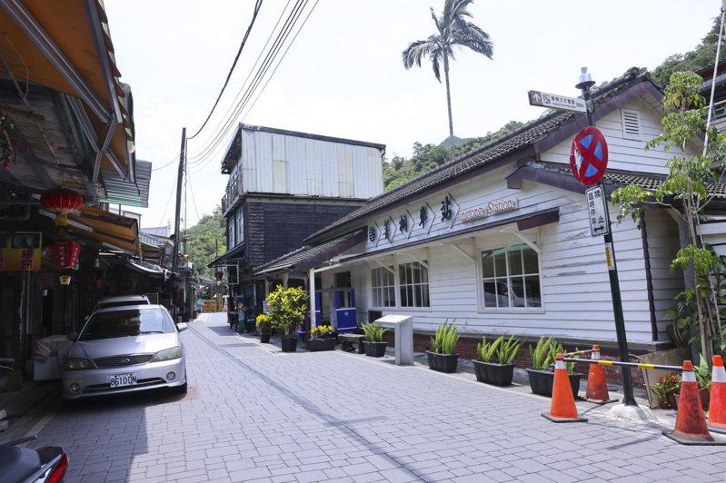純白木屋的菁桐車站位打卡景點之一。記者王聰賢/攝影