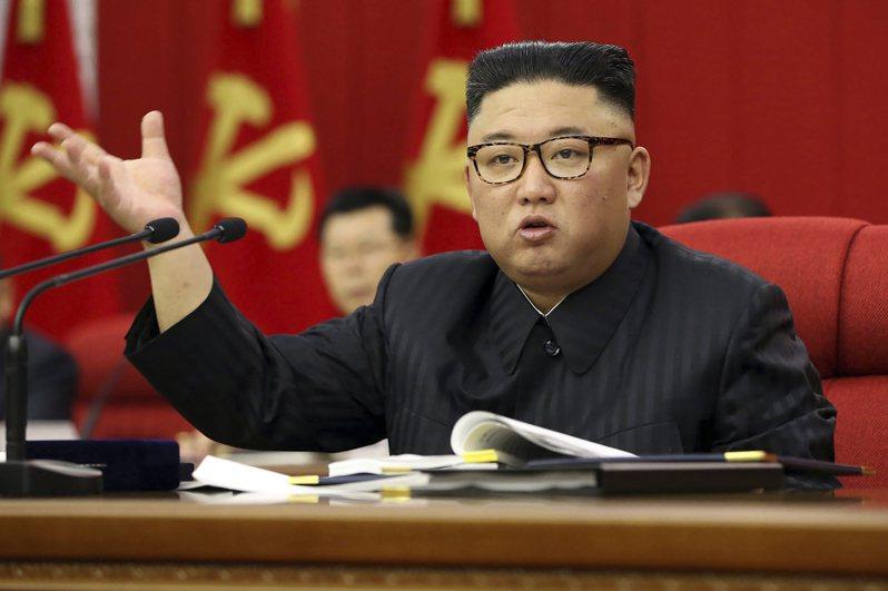 朝鮮官媒《勞動新聞》7月18日刊出文章,要求年輕人說平壤「標準語」、遵照傳統的生活方式。韓媒指,這是警告年輕人別說南韓流行語。  美聯社