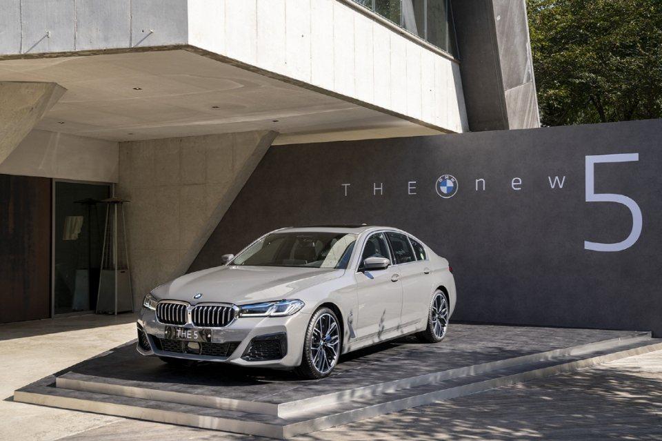 BMW G30 5 Series LCI,去年五月底在韓國舉行小改款車型的全球首...