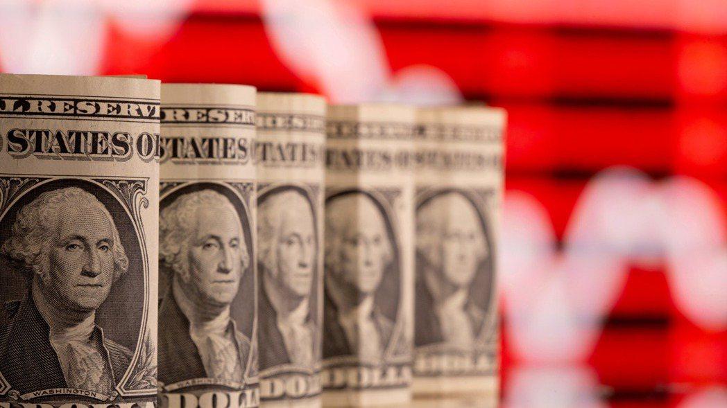 金融機構近期發出報告,多看美元短線走強,中長期走弱,因此建議下半年投資布局,不要...
