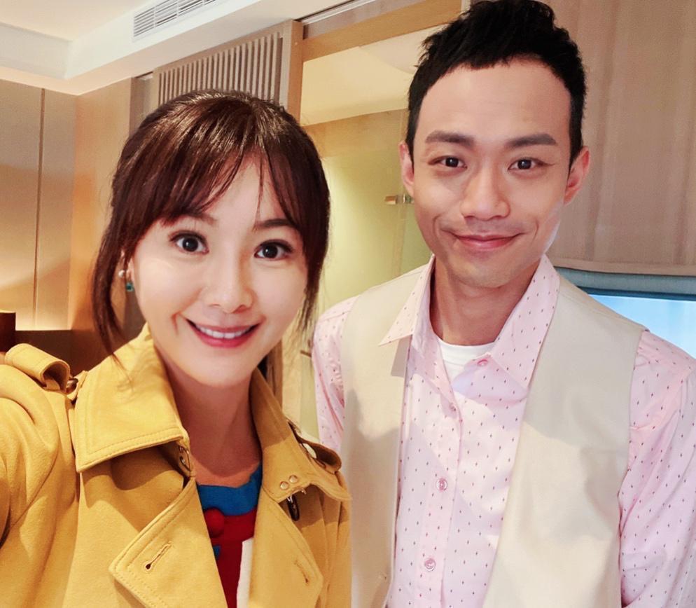 陳妍安(左)跟張哲豪第一次演出姐弟檔,相當有默契。圖/民視提供