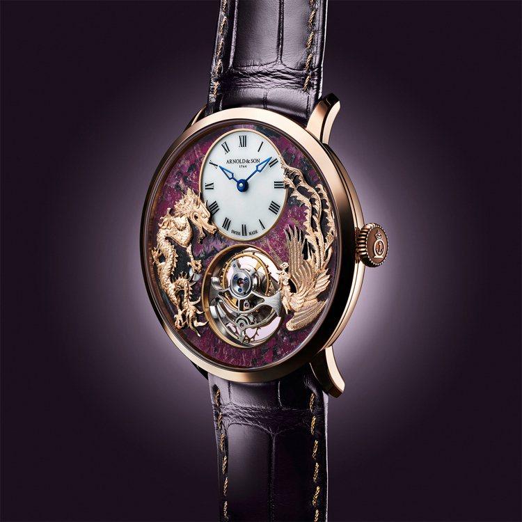 ARNOLD&SON的超薄陀飛輪龍鳳戲珠腕表,以「龍鳳搶珠」的金雕工法和...