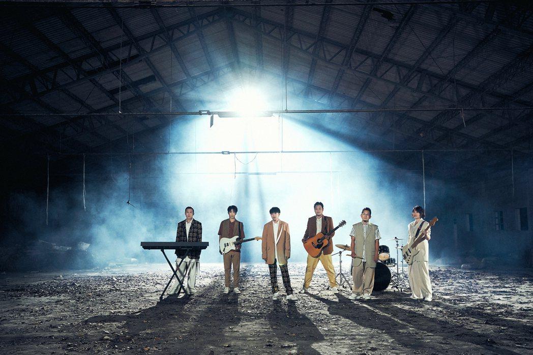 魚丁糸MV暗藏巧思呼應歌名「終點起點」。圖/環球音樂提供