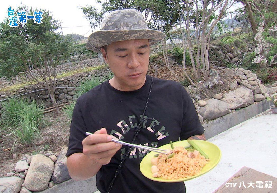 竇智孔用香茅入菜。圖/八大提供