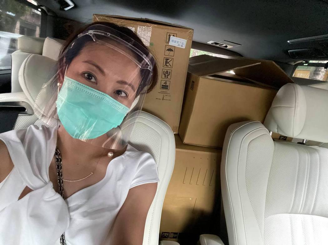 賈永婕聽聞屏東出現變種病毒,決定親自南下送醫療物資。圖/摘自臉書