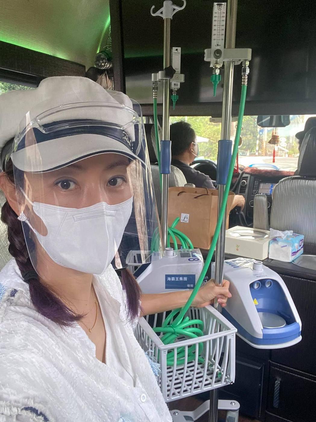 賈永婕今勇闖屏東,暖送醫療物資給第一線醫療人員。圖/摘自臉書