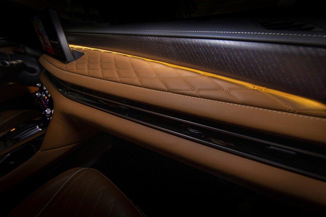 車室氣氛燈的感覺也相當精緻。 摘自Infiniti