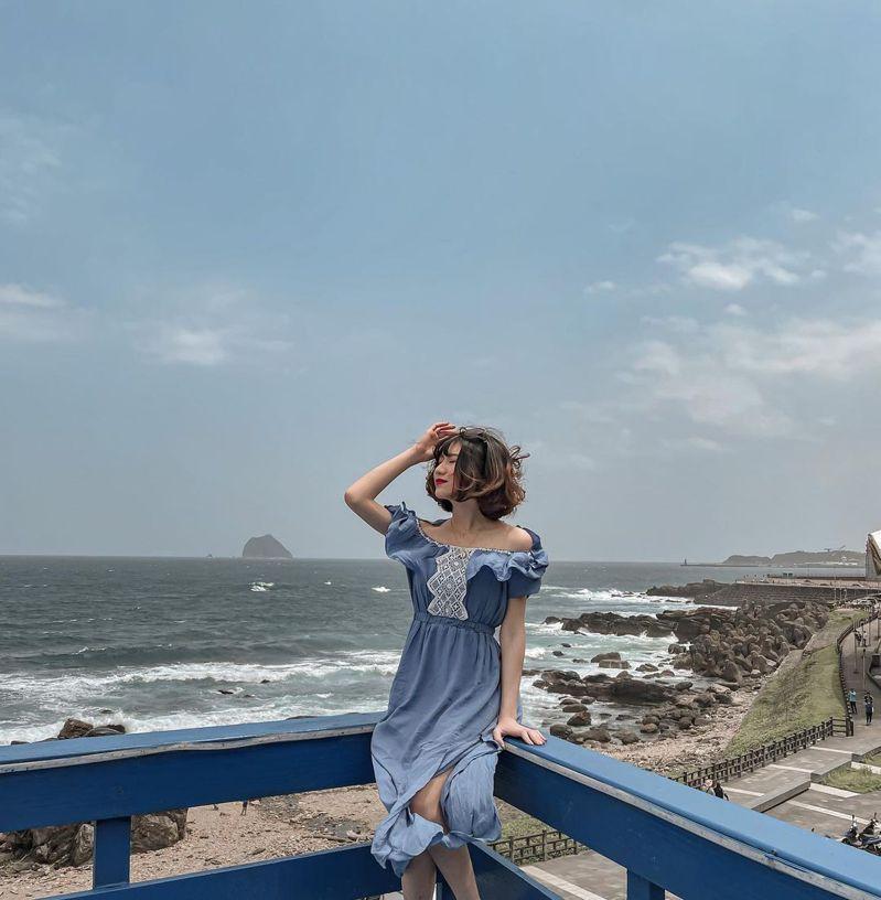 即便不下水,「外木山大武崙沙灘」也能海邊、藍天一次滿足。圖/IG@baby1230806授權