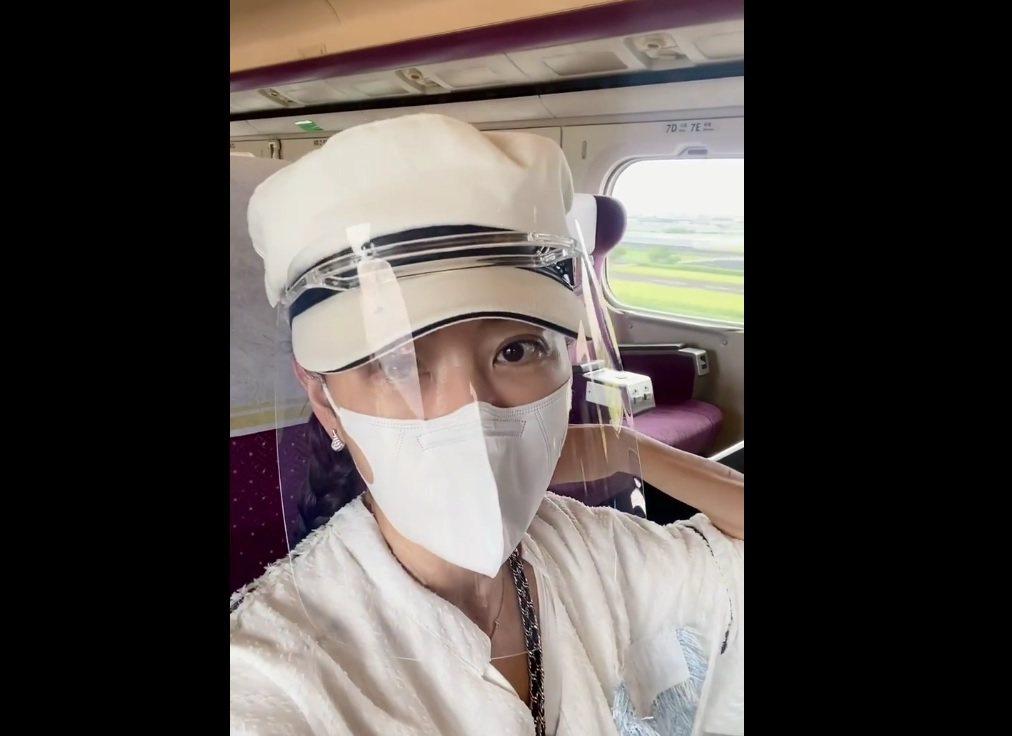 賈永婕搭高鐵親自送貨到屏東。圖/摘自臉書