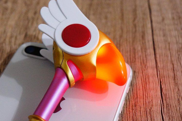 庫洛魔法使造型icash2.0外型不但和動畫裡魔法手杖一模一樣,感應時還會閃亮亮...