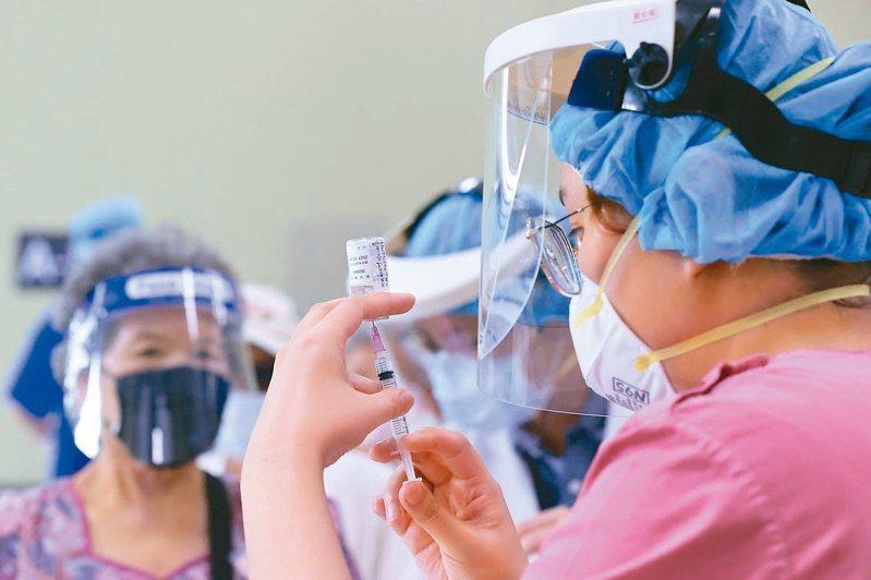聯亞新冠肺炎疫苗二期臨床試驗期中分析結果,在安全性與耐受性部份顯示良好,並無不良反應。圖/聯合報系資料照片