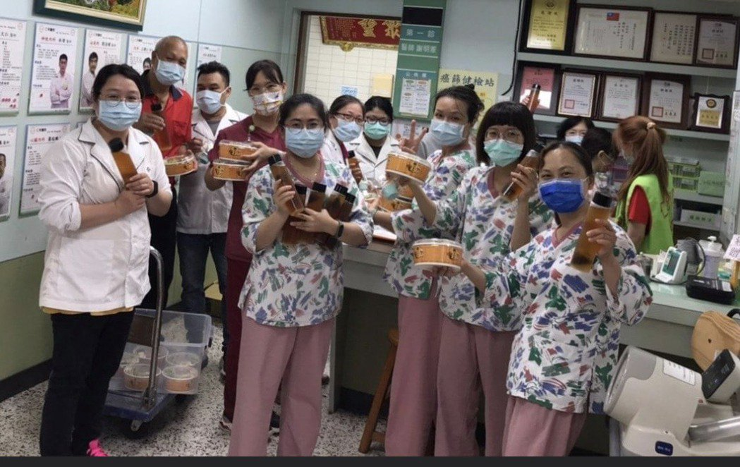 田中鎮名店女人香臭豆腐上周三發起送餐為醫護人員打氣,獲得其他店家一起支持,讓醫護...