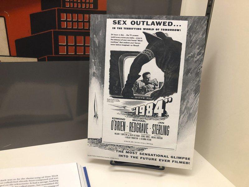 小說家是現代預言家,喬治·歐威爾1949年的小說《1984》預示了半個多世紀之後美國國家安全局(NSA)的「稜鏡」監聽計畫和中國的人臉辨識軟體。圖為《1984》同名電影宣傳海報。美聯社
